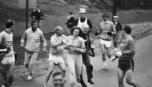 Il y a 50 ans, en 1967, les organisateurs du marathon de Boston ont tenté d'empêcher Kathrine Switzer de finir sa course.
