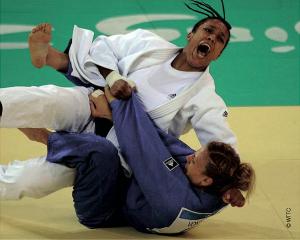 Championne olympique des moins de 70 kilos à Londres, Lucie Décosse a mis un terme à sa carrière d'athlète de haut niveau le 30 août 2013.