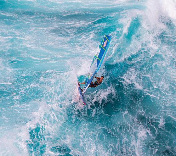 Selon Alice Arutkin, volonté et motivation sont les premières qualités nécessaires aux futures windsurfeuses. Photo: © JohnCarter