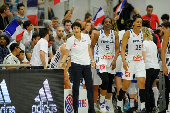 La France s'impose de justesse