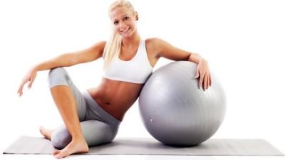 5 idées d'exercices à réaliser avec un swiss ball