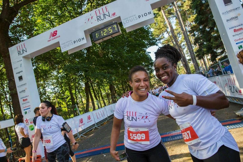 Gévrise Émane et Kadhija, souriantes à l'arrivée du 10km de la Elle Run New Balance. (c) SHARE & DARE