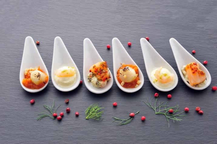 Assiette food petites cuillères