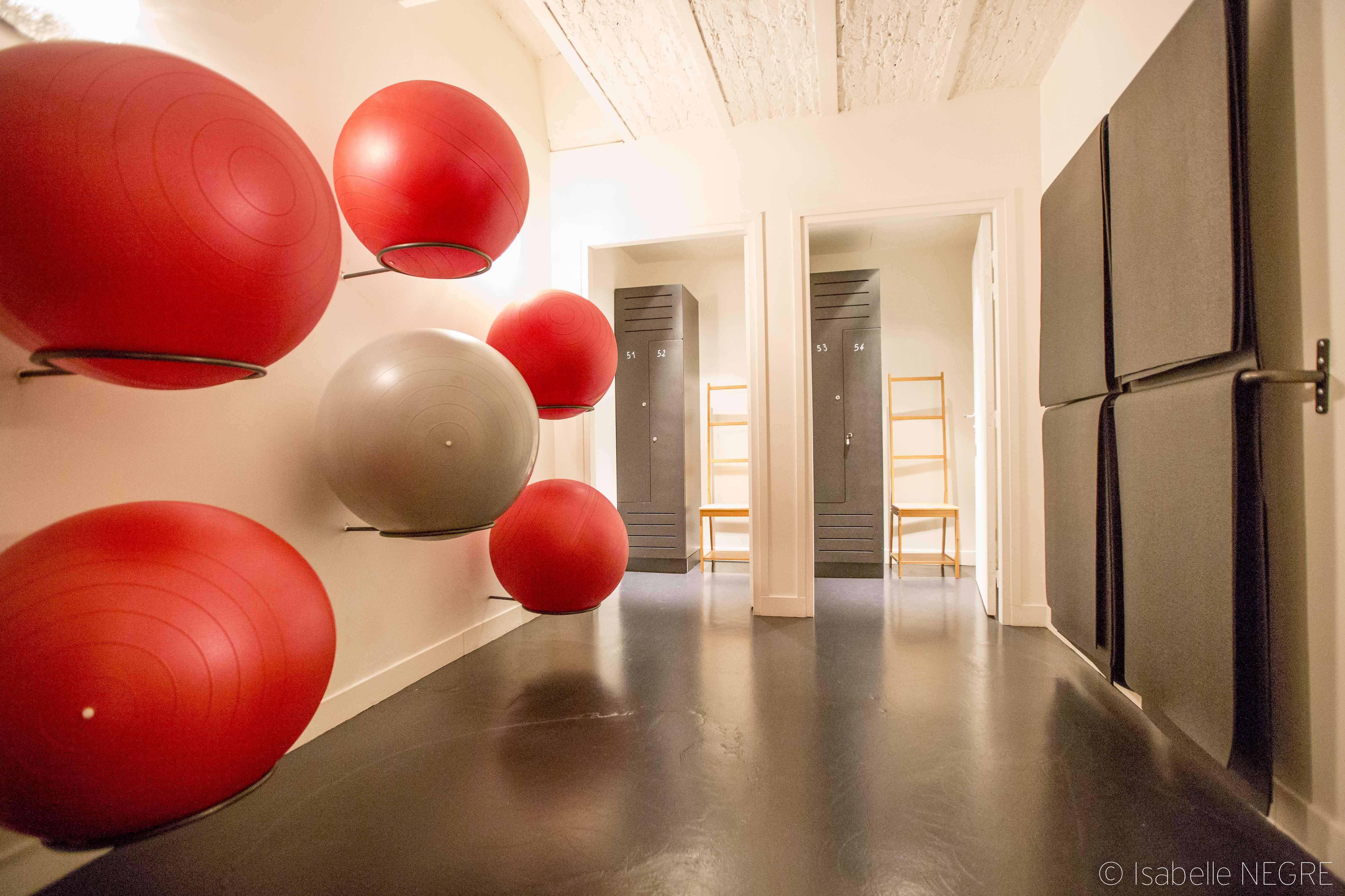 Salle de yoga ballons