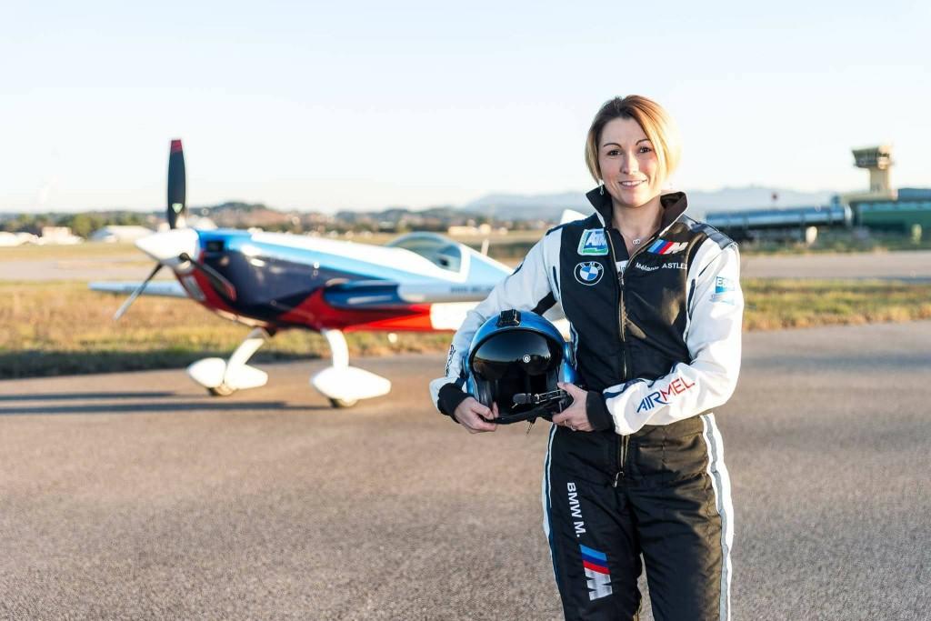 Mélanie Astles devient la première femme à remporter à une étape de la Red Bull Air Race