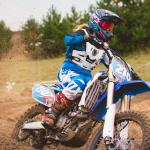 Alors qu'il avait été condamné en première instance pour agressions sexuelles sur mineure, le patron d'un centre de moto-cross réputé près de Nantes n'a jamais été inquiété par la Fédération française de motocyclisme. © Studio 72 / Shutterstock