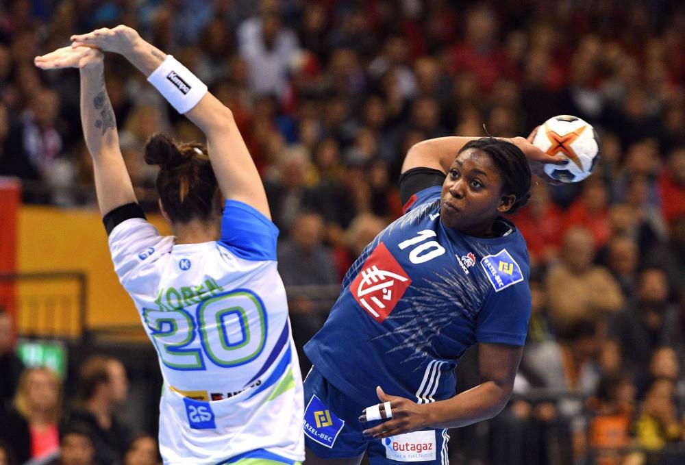 Mondial Handball : Les Bleues surprises d'entrée