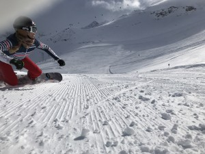Grâce au soutien de ses sponsors, Chloé peut se concentrer sur le snowboard.
