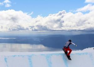 En septembre, l'équipe de France de snowboardcross part s'entraîner sur les neiges du monde entier. © Instagram @chloetrespeuch