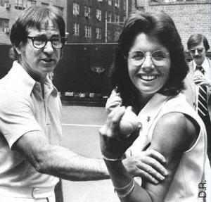 Billie Jean King et Bobby Riggs se sont affrontés le 20 septembre 1973 : un match au départ fantasque, devenu un véritable tournant dans l'histoire du tennis féminin. Photo DR/.