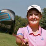 Dans le Massachusetts, la jeune Emily Nash n'a pas pu soulever le trophée d'un tournoi de golf universitaire au seul motif qu'elle est une fille. © Sentinel & Enterprise / John Love.