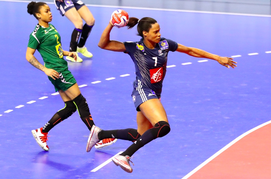 La France organise l'EHF EURO 2018 du 29 novembre au 16 décembre prochains. Allison Pineau et ses coéquipières en équipe de France de handball, championnes du monde en titre, sont les grandes favorites de cette compétition.