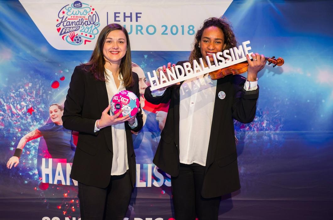 Blandine Dancette et Estelle Nze Minko, deux joueuses de l'équipe de France de handball, ont participé à la cérémonie officielle de partenariat entre l'EHF EURO 2018 et la Philharmonie de Paris.