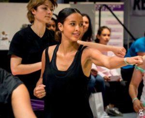 Laurence Belrhiti est la représentante nationale du Body Karaté, un sport qui mélange karaté, fitness et musique créé pour féminiser les arts martiaux.
