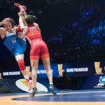 La Française Koumba Larroque, grand espoir de la lutte tricolore pour les JO-2020, a décroché la médaille d'argent mondiale en -68kg mercredi à Budapest.