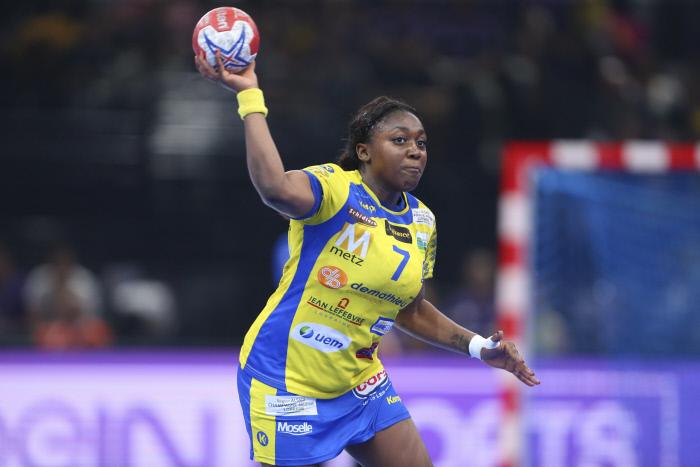 Découvrez les tops et les flops du sport au féminin de la semaine. Metz, patron du handball féminin français, a fait un bon début en Ligue des Champions.