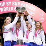 Katerina Siniakova et ses coéquipières ont battu les Américaines, tenantes du titre, en finale de la Fed Cup 2018 dimanche à Prague (3-0).