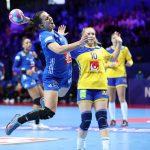 L'Equipe de France de handball a été tenue en échec par la Suède dimanche soir à Nantes (21-21). Elles ont mené sans jamais vraiment creuser l'écart.