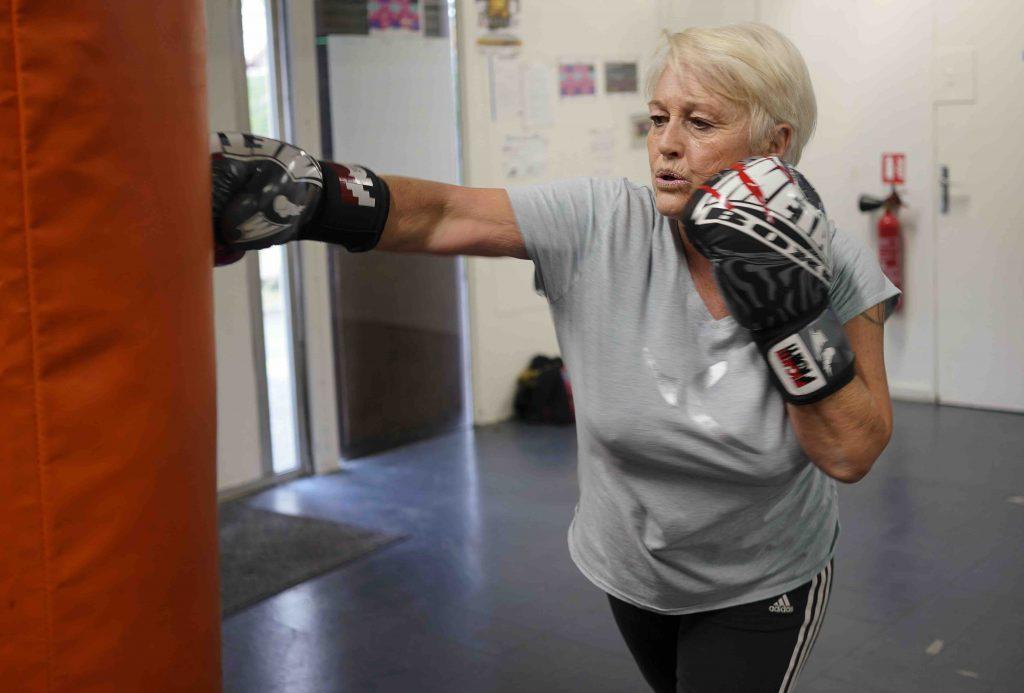 Catherine, ancienne instructrice de plongée, a choisi la boxe pour rester dynamique et garder du pep's. Crédit © Ghyslaine Peigné.