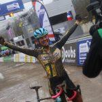 Caroline Mani, titrée pour la 5e fois dans la course dames des Championnats de France de cyclo-cross, a égalé le record de victoires de la compétition.