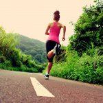 La Française Stéphanie Gicquel, adepte des efforts extrêmes, va relever un défi fou : enchaîner sept marathons en une semaine sur un continent différent.