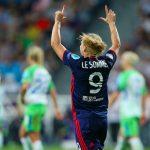 L'Olympique lyonnais s'est qualifié pour les demi-finales de la Ligue des Champions de football tandis que la route du Paris Saint-Germain s'arrête en quart.
