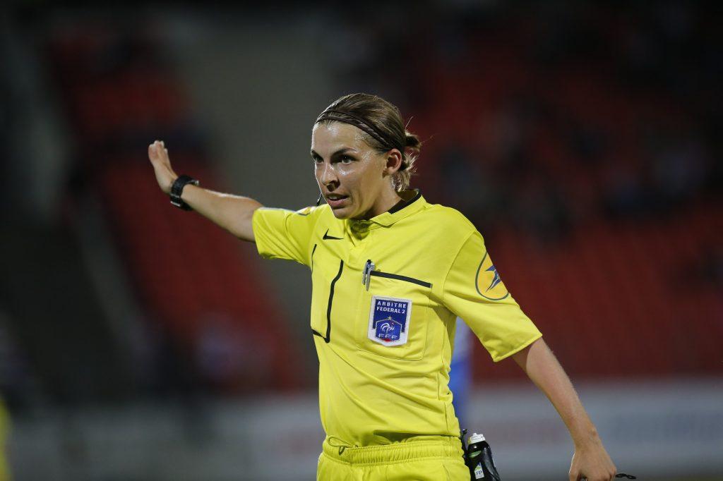 Stéphanie Frappart va devenir la première arbitre de l'histoire à officier sur un match de Ligue 1