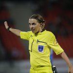 Stéphanie Frappart va officiellement devenir la première arbitre féminine centrale à donner le coup d'envoi d'un match de Ligue 1 masculine ce week-end.