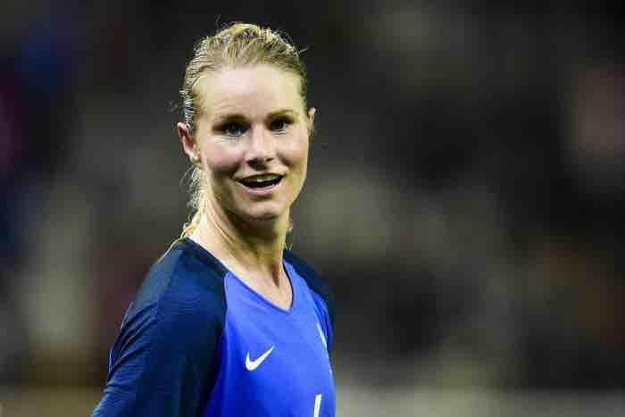 Amandine Henry nous présente les Bleues et « la Coupe à la maison ! »