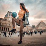 Il existe une variante du foot qui se joue sans terrain, ni arbitre : le football freestyle. Dans cette discipline, la France est plutôt bien représentée avec Lisa Zimouche.