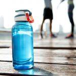 Lorsque l'on court, il est primordial de bien s'hydrater. Mais à quelle fréquence boire avant, pendant et après le sport ? Voici nos conseils food du jour.