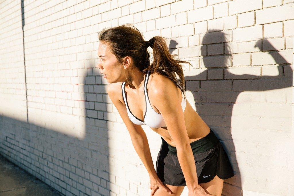 Nike s'engage à mettre fin aux contrats post-maternité qui pénalisent les athlètes féminines