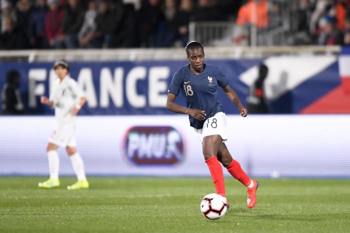 Vidéo insolite du jour : quand la maman de Viviane Asseyi apprend qu'elle fait partie de la liste des 23 joueuses sélectionnées pour la Coupe du monde 2019