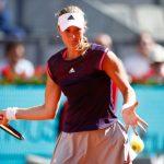 La Française Kristina Mladenovic (53e) s'est inclinée au deuxième tour du tournoi de Roland-Garros mercredi face à la Croate Petra Martic (31e), 6-2, 6-1.