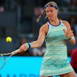 Malade, la Néerlandaise Kiki Bertens (N.4) a abandonné au 2e tour de Roland-Garros mercredi, laissant ainsi la Slovaque Viktoria Kuzmova rallier le 3e tour.