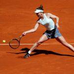 La Roumaine Simona Halep, N.3 mondiale, s'est qualifiée pour les demi-finales du tournoi WTA de Madrid jeudi en battant l'Australienne Ashleigh Barty (9e).