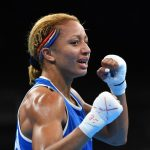 La boxeuse française Estelle Yoka-Mossely, championne olympique à Rio, a encore frappé en décrochant son premier titre mondial en boxe professionnelle (IBO).