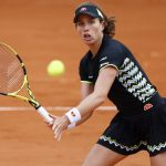 La Britannique Johanna Konta s'est qualifiée pour les demi-finales de Roland-Garros mardi en battant l'Américaine Sloane Stephens, 7e et finaliste sortante.