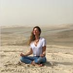 Vanessa Paradis, Natasha St-Pier, Zazie ou encore Gisele Bündchen, toutes ces stars pratiquent assidûment le yoga et l'intègre dans leur routine bien-être.