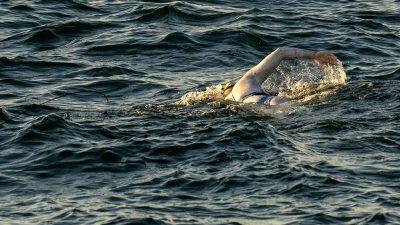 Historique : une Américaine traverse quatre fois d'affilée la Manche à la nage