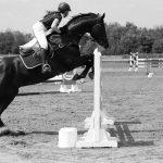 La jeune cavalière française Thaïs Meheust est décédée à l'âge de 22 ans samedi, après une lourde chute sur un parcours de cross disputé au Haras du Pin.