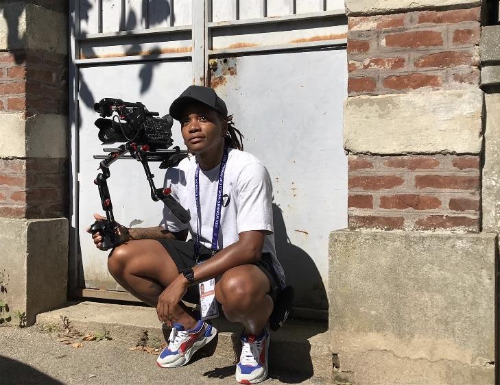 L'ex-footballeuse Élodie Thomis est aujourd'hui journaliste reportage d'images, spécialisée dans la caméra. Elle nous raconte son parcours de reconversion.
