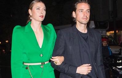 Sharapova s'affiche avec son compagnon millionnaire à la Fashion Week de Paris