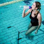 Parce qu'on n'est pas toutes assez courageuses pour courir avec ce froid et la nuit qui tombe tôt, Women Sports vous propose une alternative : l'aquabike.