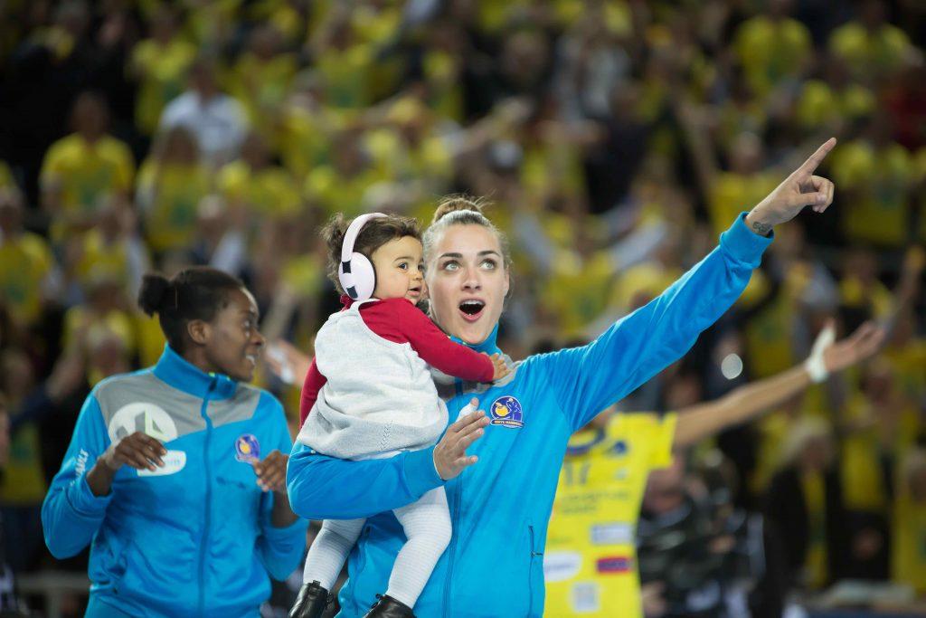 Sportives et pause bébé : le boom des mamans championnes