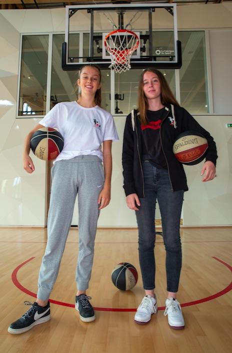Plongée au coeur de la Tony Parker Adequat Academy, une structure qui permet à de jeunes basketteurs de ne plus choisir entre leur passion et leurs études.