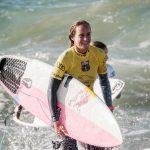 La Française Justine Dupont a surfé une vague gigantesque mercredi à Nazaré (Portugal). Selon les premières estimations, la vague culminait entre 21 et 23 m