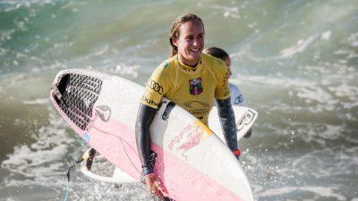 Les images hallucinantes de la surfeuse Justine Dupont sur une vague de plus de 20 m !