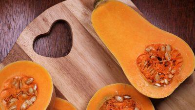 Food – Et si on mangeait de la courge butternut farcie au riz et aux noisettes ?!