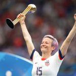 La championne du monde américaine Megan Rapinoe a remporté le deuxième Ballon d'Or France Football féminin de l'histoire du football.